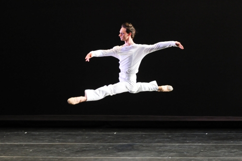 "Luca Sbrizzi in Mark Morris' ""Drink to Me Only With Thine Eyes"".  Photo by Rich Sofranko."