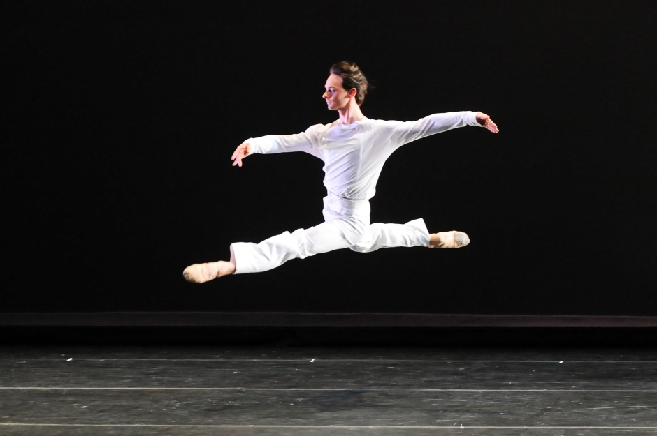 """Luca Sbrizzi in Mark Morris' """"Drink to Me Only With Thine Eyes"""".  Photo by Rich Sofranko."""