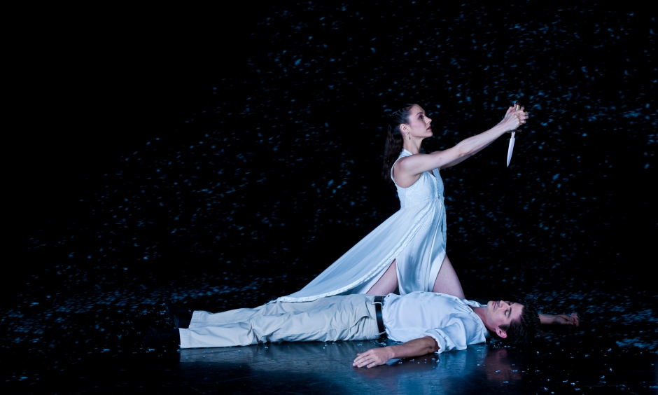 Rachael Riley (Juliet) and Stephen Sanford (Romeo) in the final scene of Mario Radacovsky's Romeo & Juliet. Photo by Michael Auer.