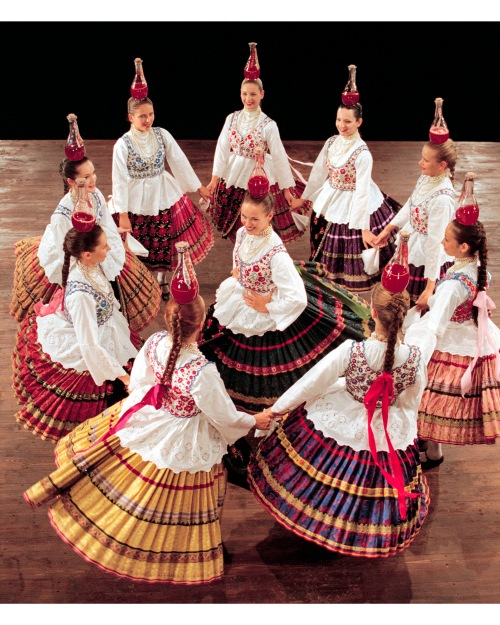 Photo courtesy of the Hungarian State Folk Ensemble.