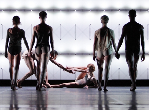 "Wayne McGregor's ""Far"". Photo by Ravi Deepres."