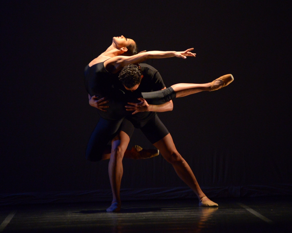 """Chamber Dance Project dancers Francesca Dugarte and Luis R. Torres  in Diane Coburn  Bruning's """"Berceuse"""".  Photo by Paul Wegner."""
