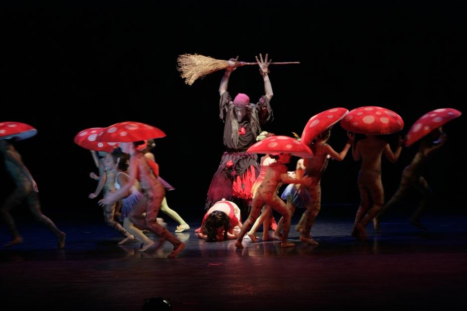 """Sergio Neglia as Baba Yaga terrorizes Yuha Tomita as Misha in Neglia Ballet Artists' """"Baba Yaga"""". Photo by Gene Witkowski."""