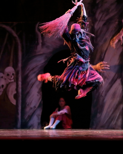 "Sergio Neglia as the witch Baba Yaga in Neglia Ballet Artists' ""Baba Yaga"". Photo by Don Neiman."
