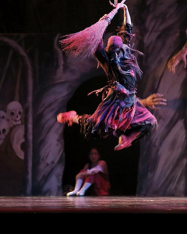 "Sergio Neglia as the witch Baba Yaga in Neglia Ballet Artists' ""Baba Yaga"". Photo by Don Neiman."