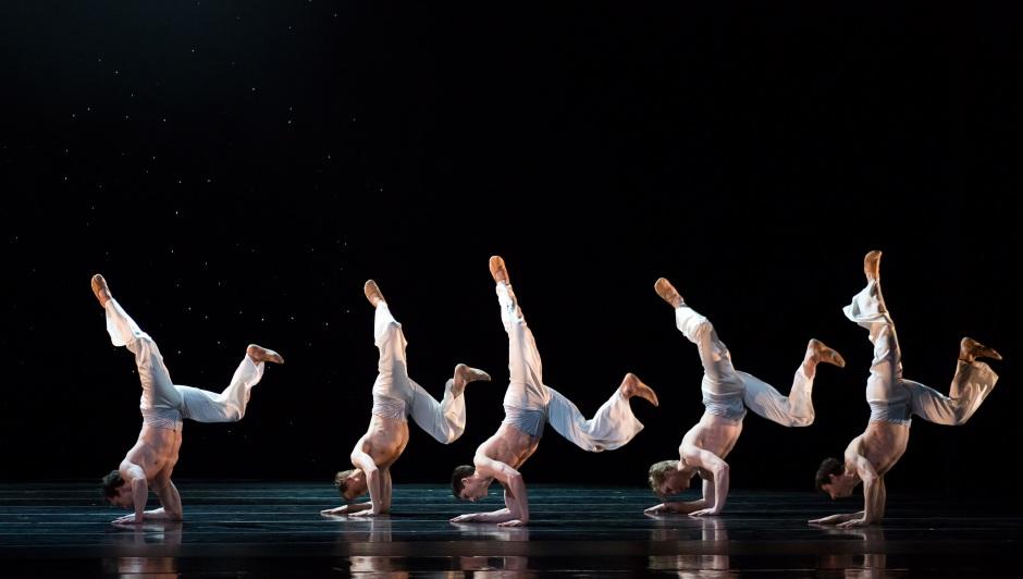 BalletMet dancers in Edwaard's Liang's