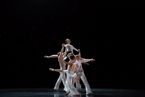BalletMet dancers in Edwaard's Liang's