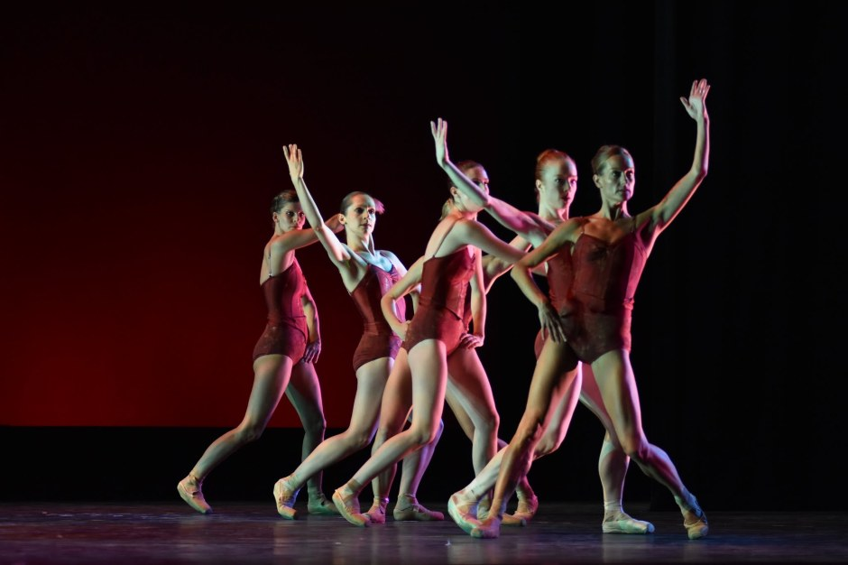 """Neos Dance Theatre & Cleveland Ballet dancers in Robert Wesner's """"Searching for the Find.""""  Photo by Mark Horning."""