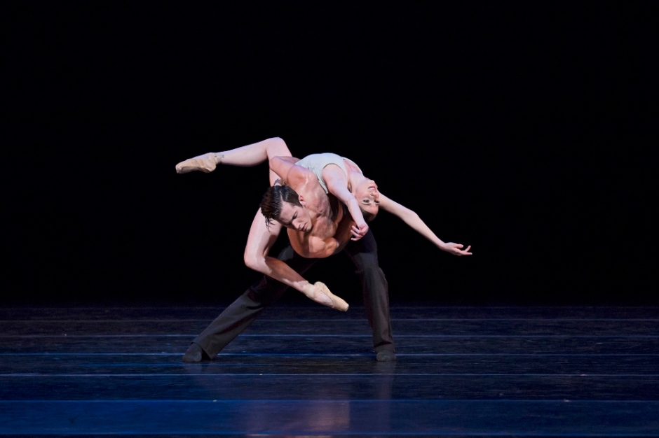 BalletMet's Caitlin Valentine-Ellis and Gabriel Gaffney Smith in Edwaard Liang's