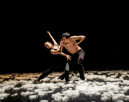 Yuka Oba and Matthew Wenckowski in Alejandro Cerrudo's Extremely Close. Photo by Damion Van Slyke 500px