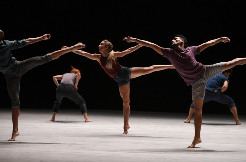 MDC.-Osnel-Delgado-Beatriz-Garcia-Maria-Karla-Araujo-Esteban-Aguilar-and-Fernando-Benet-of-Malpaso-Dance-Company-in-Ohad-Naharins.Tabula-Rasa.Photo-by-Nir-Arieli-1152x759
