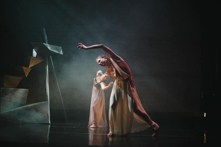 Elu Dance Company barefaced 2