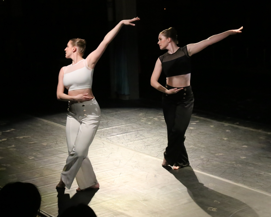 Amanda and Melissa in Mentality at Metamorphosis by Eric Rosé - IMG_0037